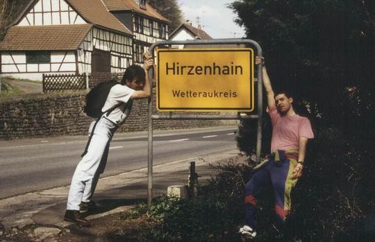 http://www.fordpflanzen.de/bilder/rolf/1993-Hirzenhain/seite01-ortsschild.jpg