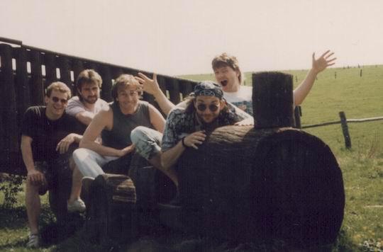 http://www.fordpflanzen.de/bilder/rolf/1993-Hirzenhain/seite04-spielplatz.jpg