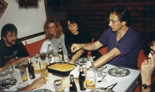 http://www.fordpflanzen.de/bilder/rolf/1993-Hirzenhain/seite07-essen1.jpg
