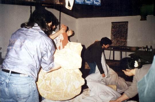 http://www.fordpflanzen.de/bilder/rolf/1994/NachtreffenBebelsheim/seite07-betten-machen.jpg