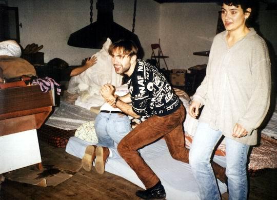 http://www.fordpflanzen.de/bilder/rolf/1994/NachtreffenBebelsheim/seite07-betten-machen2.jpg