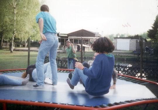 http://www.fordpflanzen.de/bilder/rolf/1996-Lac---KellAmSee/seite07-trampolin1.jpg