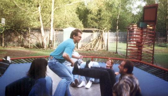 http://www.fordpflanzen.de/bilder/rolf/1996-Lac---KellAmSee/seite07-trampolin2.jpg