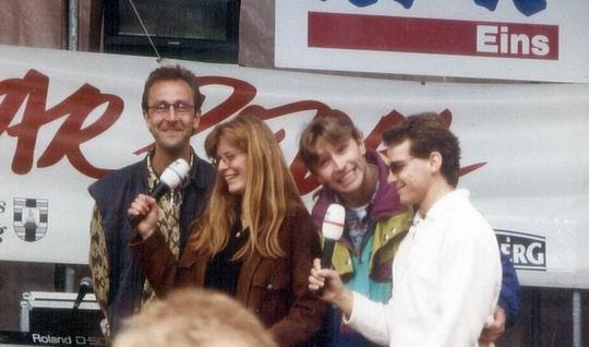 http://www.fordpflanzen.de/bilder/rolf/1996-Lac---KellAmSee/seite09-singen1.jpg