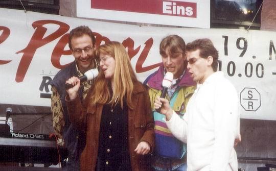 http://www.fordpflanzen.de/bilder/rolf/1996-Lac---KellAmSee/seite09-singen2.jpg