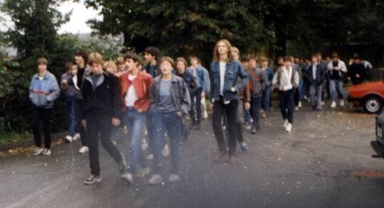 http://www.fordpflanzen.de/bilder/rolf/Ford-einzelbilder/1984-DerBeginn/seite01-wanderung.jpg