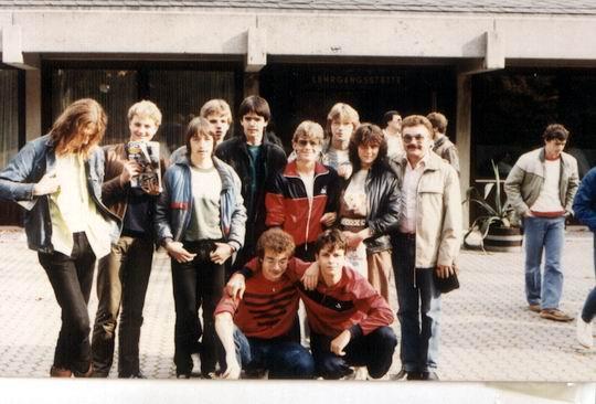 http://www.fordpflanzen.de/bilder/rolf/Ford-einzelbilder/1984-DerBeginn/seite02-unten.jpg