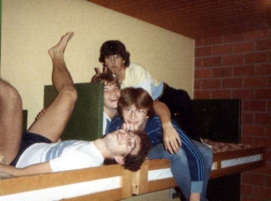 http://www.fordpflanzen.de/bilder/rolf/Ford-einzelbilder/1984-DerBeginn/seite05-bett.jpg