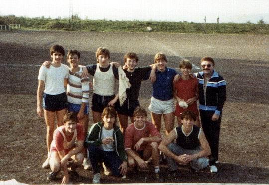 http://www.fordpflanzen.de/bilder/rolf/Ford-einzelbilder/1984-DerBeginn/seite07-team.jpg