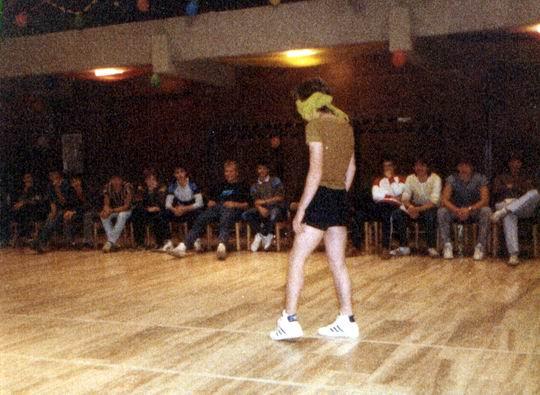 http://www.fordpflanzen.de/bilder/rolf/Ford-einzelbilder/1984-DerBeginn/seite09-schwonz.jpg