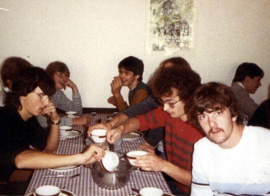 http://www.fordpflanzen.de/bilder/rolf/Ford-einzelbilder/1984-DerBeginn/seite12-essen.jpg