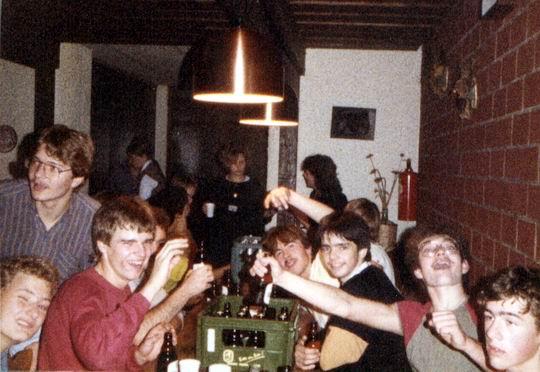 http://www.fordpflanzen.de/bilder/rolf/Ford-einzelbilder/1984-DerBeginn/seite12-trinken.jpg