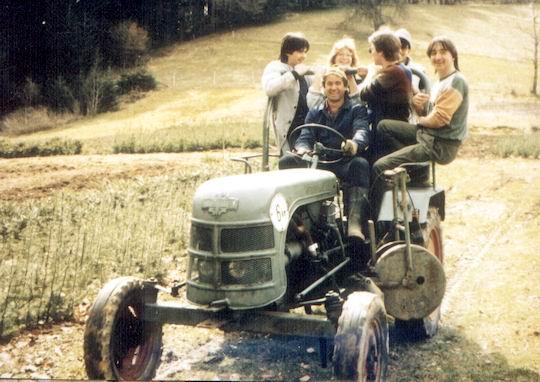 http://www.fordpflanzen.de/bilder/rolf/Ford-einzelbilder/1986/abw-seite01-traktor.jpg