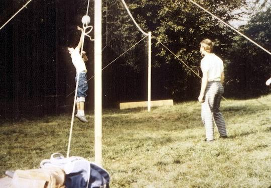 http://www.fordpflanzen.de/bilder/rolf/Ford-einzelbilder/1987/evf-seite02-sprung1.jpg