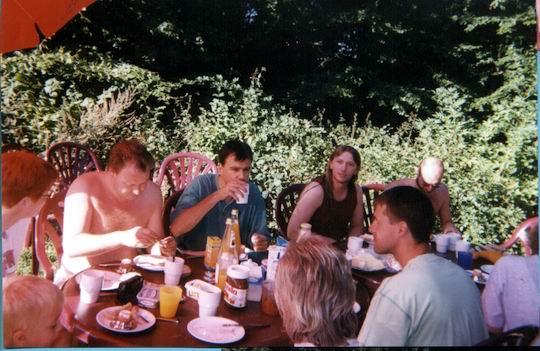http://www.fordpflanzen.de/bilder/rolf/Ford-einzelbilder/1999-Leiwen/seite01-draussen2.jpg