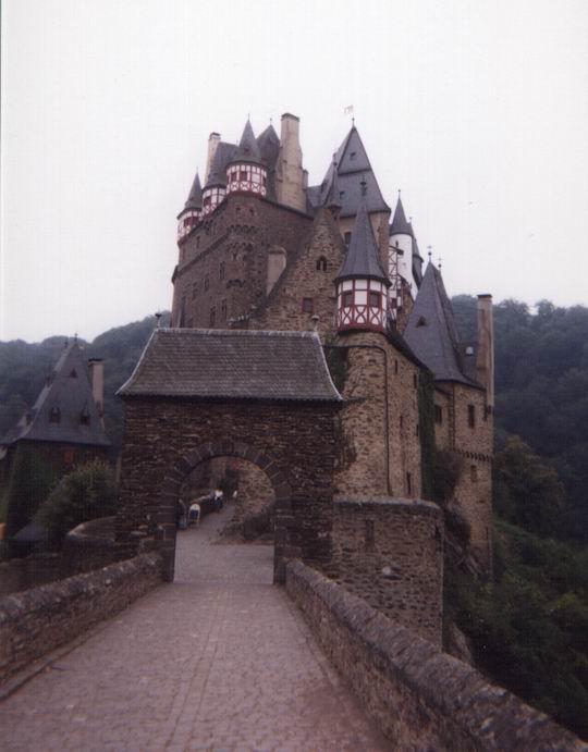 http://www.fordpflanzen.de/bilder/rolf/Ford-einzelbilder/1999-Leiwen/seite08-eingang.jpg