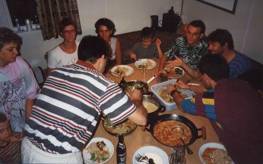 http://www.fordpflanzen.de/bilder/rolf/Ford-einzelbilder/1999-Leiwen/seite13-essen.jpg
