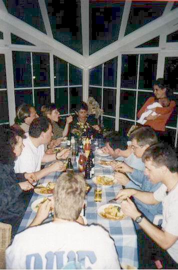 http://www.fordpflanzen.de/bilder/rolf/Ford-einzelbilder/2000-Neuheilenbach/essen.JPG
