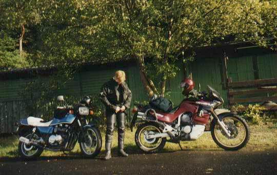 http://www.fordpflanzen.de/bilder/rolf/Ford-einzelbilder/2000-Neuheilenbach/silvi_mopeds.JPG